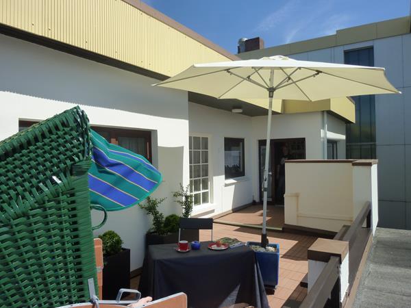 balkon sauna und schwimmbad. Black Bedroom Furniture Sets. Home Design Ideas